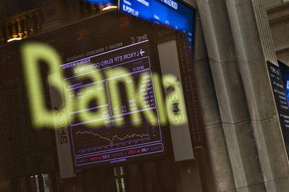 Spaniolii îşi retrag banii din bănci cu repeziciune