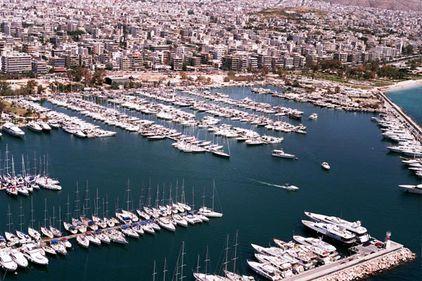 Bogaţii Greciei îşi plimbă banii prin lume, de teamă să nu fie impozitaţi
