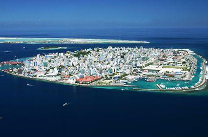 În Maldive, turiştii caută proprietăţi pe insule, localnicii vor în Capitală