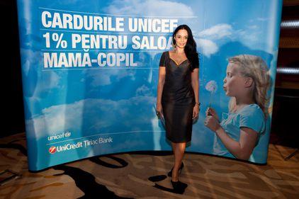 Andreea Marin Bănică susţine primul card de afinitate UNICEF din România