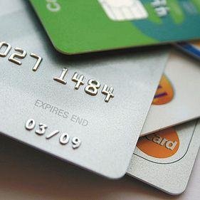 BCR opreşte sistemul de carduri în noaptea de vineri spre sâmbătă