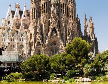 Barcelona, o minune gotică şi modernistă la Marea Mediterană