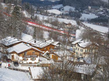 Vacanţă în Alpii austrieci: schiezi pe gheţar şi mergi cu telescaunul încălzit