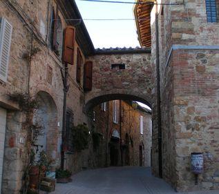 Licitaţii pe eBay: un sat din Toscana scos la vânzare pentru 2,5 milioane euro