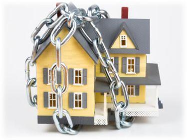 Casele executate silit, o afacere mai bună decât achiziţia de apartamente executate