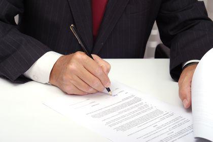 Atenţie la contractele imobiliare, pot ascunde capcane nebănuite