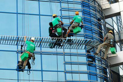 Clădirile de birouri din Bucureşti sunt construite cu mai puţină sticlă, faţă de cele din alte capitale europene