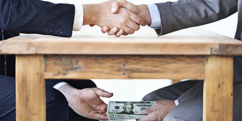 România: de vânzare, ilegal. Vinovate de sărăcie și corupție sunt privatizările făcute pe genunchi