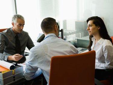 Clienţii se întorc spre bănci, dar cu condiţii clare: promptitudine, comisioane mici şi personal calificat