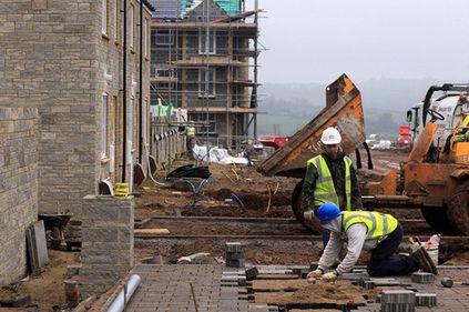 INS: pe rezidențial, volumul lucrărilor de construcții a urcat cu 17% față de anul trecut