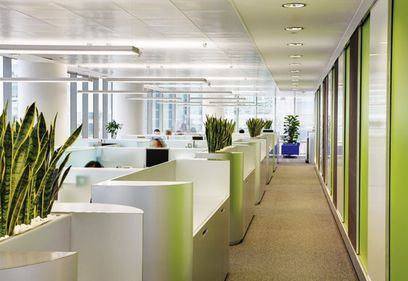 Clădirile de birouri vechi nu mai sunt competitive. Cum pot fi păstraţi chiriaşii?