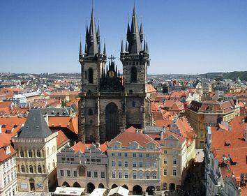 Vacanţă la Praga cu tot cu suveniruri: 400 euro