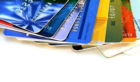 Băncile oferă bani gratis clienților chibzuiți