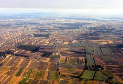 Cadastrarea terenurilor agricole, prioritate pentru premierul Cioloș. Proprietarii se pot înscrie gratuit