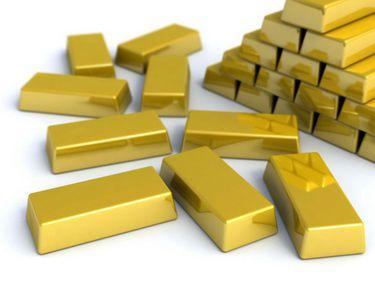 Preţul aurului a scăzut puternic în 2013. Marii investitori pierd zeci de miliarde dolari