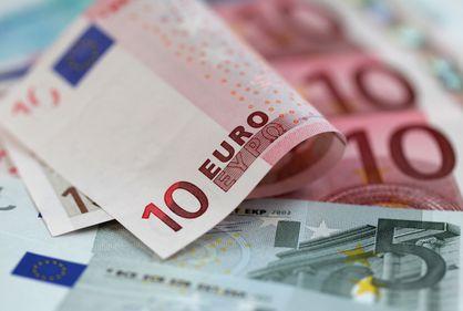 Românii se feresc să împrumute sume mari