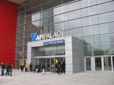 Proprietarul mall-ului din Cotroceni a dat afară 33 de chiriaşi în primul an de funcţionare