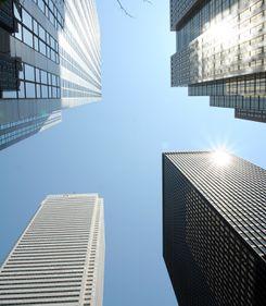 Prăbuşirea pieţei imobiliare, anunţată de inaugurarea zgârie-norilor