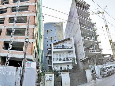 Construcţiile ilegale, stopate de procurori