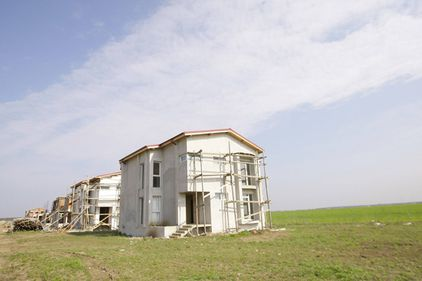 Constructorii finalizează tot mai puţine locuinţe: În 2011 au fost terminate cu 10% mai puţine case