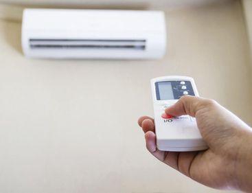 Cu aerul condiționat pornit, dar cu facturi mici – este posibil, dacă știi să alegi