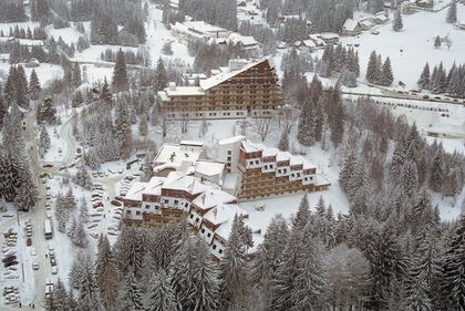 Nu v-aţi hotărât încă unde petreceţi sărbătorile? Există locuri pentru Crăciun la munte şi Revelion la băi!