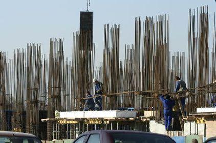 Volumul lucrărilor de construcţii a scăzut în primele unsprezece luni din 2010 cu peste 15%