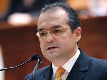 Boc: Peste 1.000 de locuinţe ANL şi 983 de locuinţe sociale vor fi finalizate în 2011
