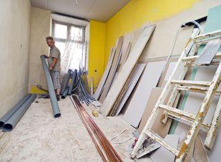 Românii renunţă la renovări pentru construcţii noi