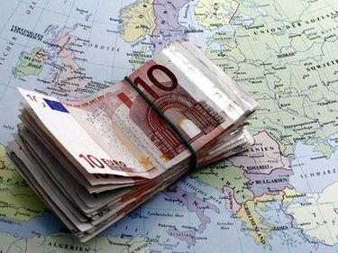România iese încet din criză. Românii, poate mai târziu