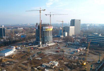 Construcţia celei mai înalte clădiri de birouri din Bucureşti avansează
