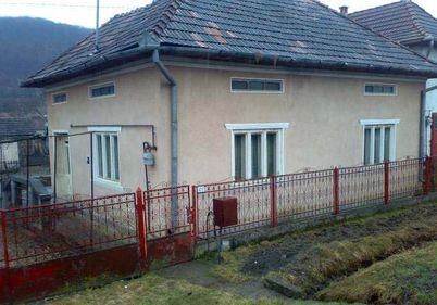 Mai puţin de jumătate dintre români aveau locuinţele conectate la sistemele de canalizare în 2010