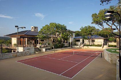 Terenul de tenis creşte semnificativ valoarea proprietăţii. Vezi ce implică amenajarea