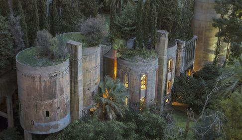 Performanță arhitecturală: o fostă fabrică, un maldăr de praf și ciment, devenită locuință-bijuterie: un proces de 45 de ani