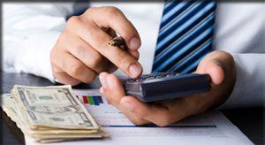 Soldul creditelor contractate de firme şi de populaţie a scăzut în luna aprilie