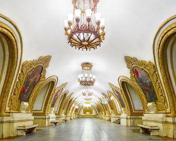 Muzeul din subteranul Moscovei: stațiile de metrou, fascinante prin opulență (FOTO)