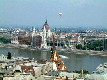 289 de euro o călătorie dus-întors pentru două persoane în 18 oraşe europene