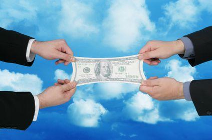 Piaţa bancară a devenit competitivă, băncile luptă să-şi ia reciproc clienţii