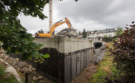 Un bloc abia construit a fost dărâmat, pentru că era cu un metru prea înalt