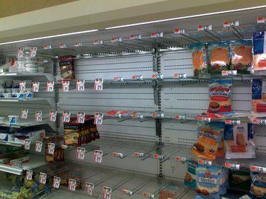 Alertă în Cipru: Supermarketurile ar putea să rămână fără mâncare, din cauza blocării sistemului bancar