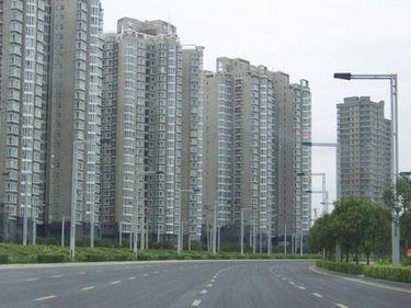 Paradox. Românii trăiesc în cele mai proaste locuinţe din Europa de Est dar plătesc cel mai mult pentru metrul pătrat