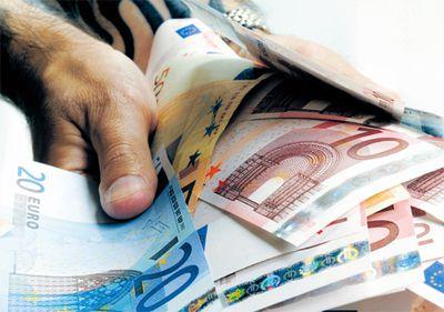 Băncile se aşteaptă la o revenire a cererii pentru credite din partea populaţiei pe final de an