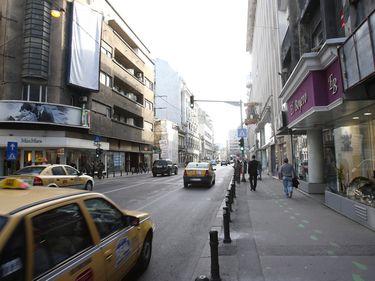 """Cazinourile şi magazinele de tip discount au luat locul băncilor şi al farmaciilor în căutare de spaţii """"la stradă"""""""