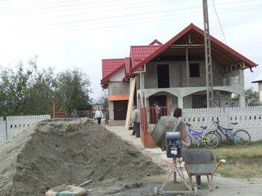 Românii nu mai au bani pentru a-şi construi case