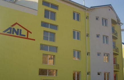 Directoare în ministerul lui Udrea, are două locuinţe de la ANL. Împreună cu soţul