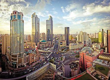 """Shanghai, denumit şi """"Parisul Chinei"""", unul dintre oraşele cu cea mai rapidă dezvoltare din lume"""