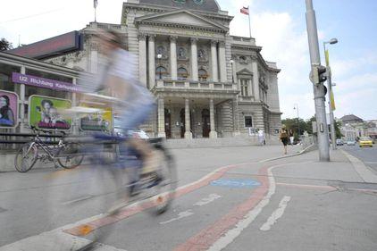 Pistele pentru biciclisti. Studiu de caz comparativ Bucuresti vs. Viena