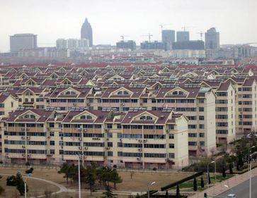 China face eforturi uriaşe pentru a tempera piaţa imobiliară în cele mai aglomerate luni din an