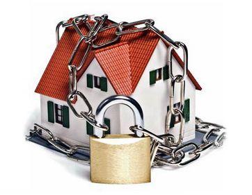 Vacanţa de vară, perioada preferată a hoţilor. Cum să ne protejăm locuinţa cât mai bine?