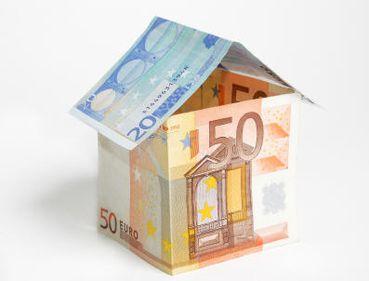 Creditarea populaţiei, susţinută de împrumuturile imobiliare
